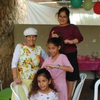 סבתא ונכדות