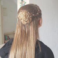 צמת פרח לשיער בלונדיני