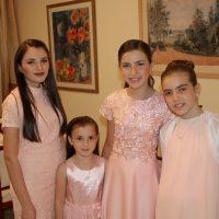 משפחה מאופרת בת מצווה