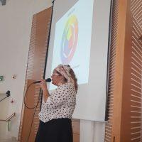 הרצאה על איפור לנערות